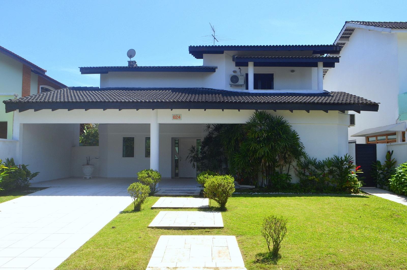 casas para alugar no guarujá - sp ampla com grande jardim e garagem
